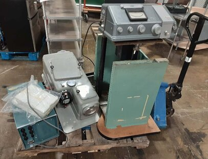 Photo used VARIOUS Lot of lab equipment for sale
